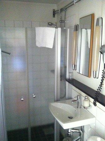 Clarion Grand Hotel: Litet badrum