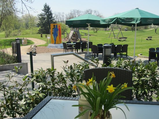 biergarten mit spielplatz bild von restaurant mainzer budenheim tripadvisor. Black Bedroom Furniture Sets. Home Design Ideas