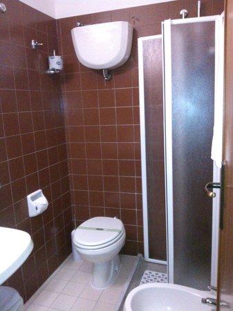 Ilgo Hotel: Bagno della camera 304