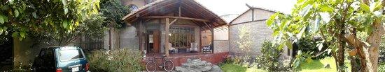Hospedaje Higueron : frente al patio