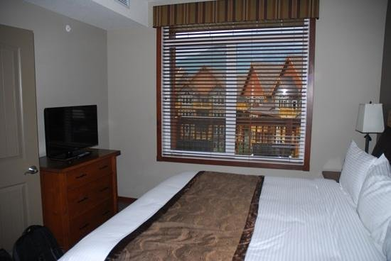 Falcon Crest Lodge by CLIQUE: 2 bed apartment bedroom
