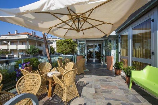 Ingresso con terrazza. - Picture of Hotel Eden, Grottammare ...