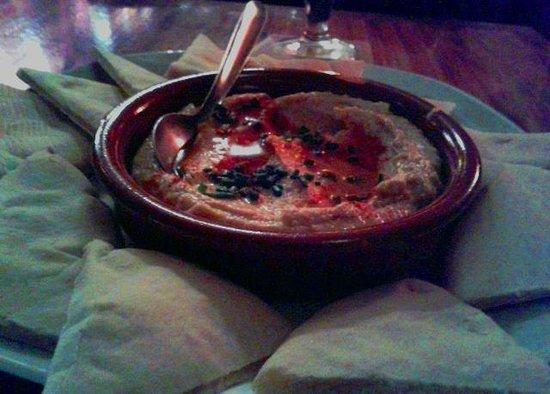 Bootleg Cafe: Plato de houmous con pan pita