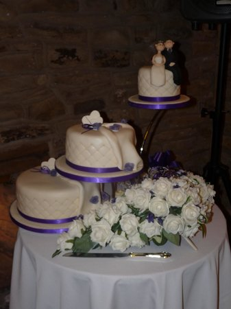 The Manor Barn: Our cake