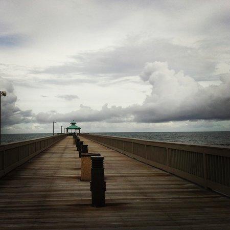 Deerfield Beach International Fishing Pier: Still beautiful on stormy days