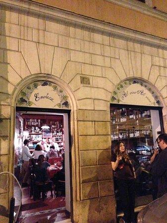 Al Vino al Vino: Wine bar entrance
