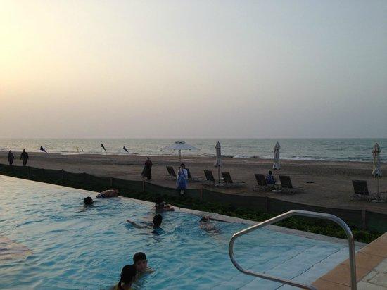 Millennium Resort Mussanah: Infinity pool