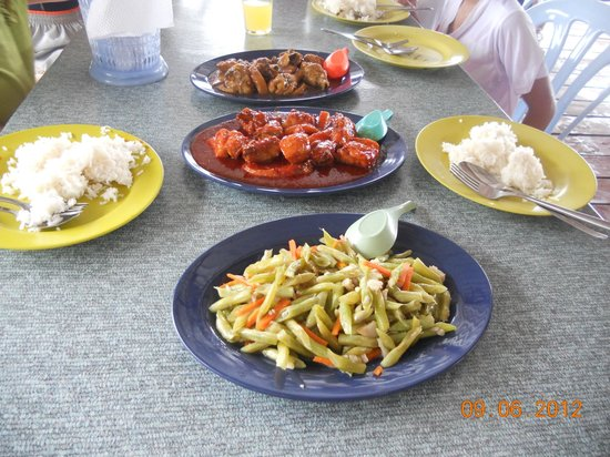 Sri Sentosa Chalet: delicious local food....