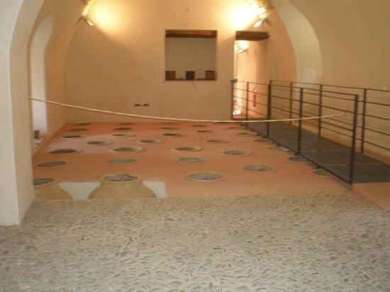 Castello Gallego : deposito degli otri per la conservazione degli alimenti: recuperati durante il restauro