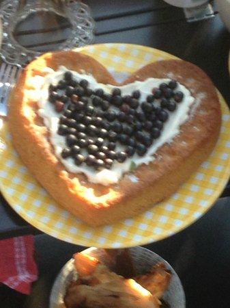 Chalet De Pascaline : Torta preparata da Pascaline per la colazione: una delizia!