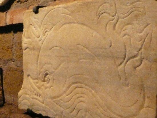 Sant Agnese fuori le Mura: une plaque de fermeture d'un tombeau