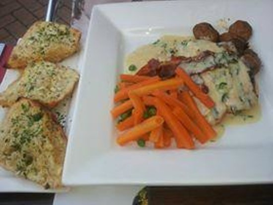 Toast Cafe Bar & Grill Restaurant Blackpool : Chicken in white wine