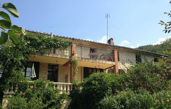 Mas Pallares: Der Blick vom Garten auf das Haus