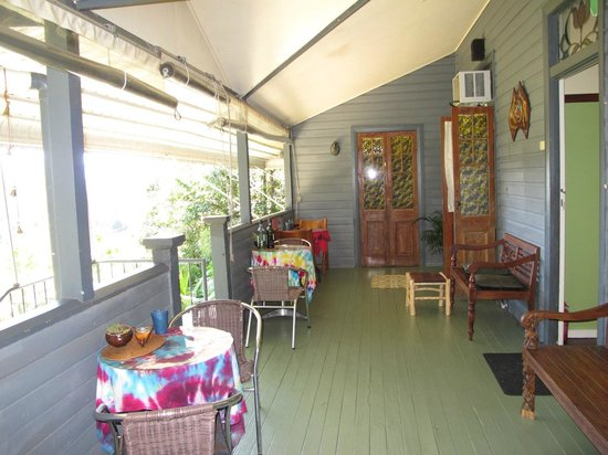 Grey Gum Lodge: Verandah great for meeting people