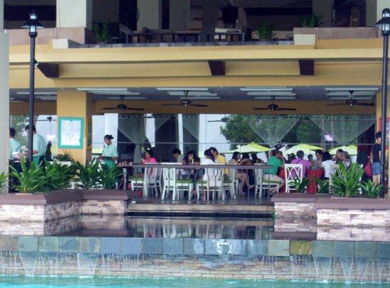 Sutera Harbour Resort (The Pacific Sutera & The Magellan Sutera): Colazione: vista dalla piscina