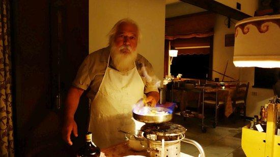 La Ruota: The old chef preparing pancakes