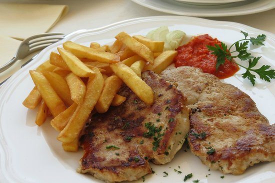 Restavracija Labod : Main meal - (from daily menu) for 10,50 € with this comes soup, salad and desert.