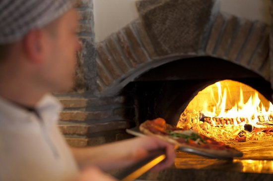 Moho : Traditional pizza oven