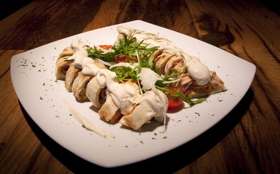 """Moho : Our specialty / """"Volosko rolls"""" - finger food pizza"""
