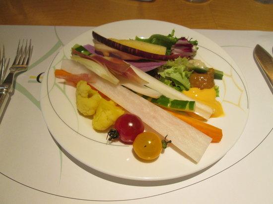 Coffee Shop Dining Cafe Camellia: まずは種類豊富なサラダです