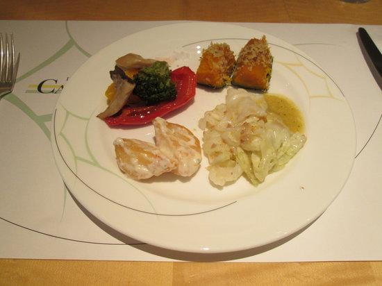 Coffee Shop Dining Cafe Camellia: 野菜のグラタンなどのホットミールです