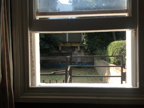 Dylan Apartments Earls Court : The window that never closed as it was broken
