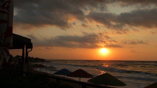 Creta Star Hotel : Coucher du soleil depuis le restaurant italien
