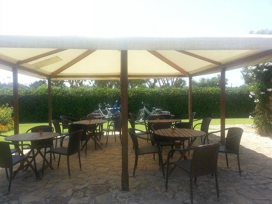 Porto Giunco Residence : veranda colazione