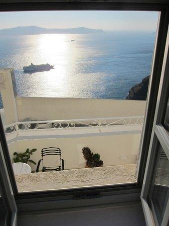 Archontiko Santorini : Fenêtre de la chambre