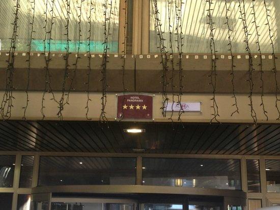 Panorama Hotel: Главный вход в отель