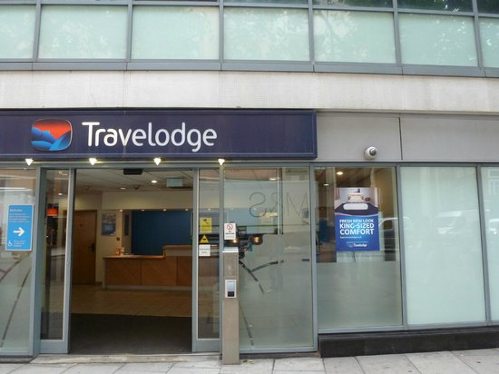 Travelodge London Covent Garden: Hotel Entrance