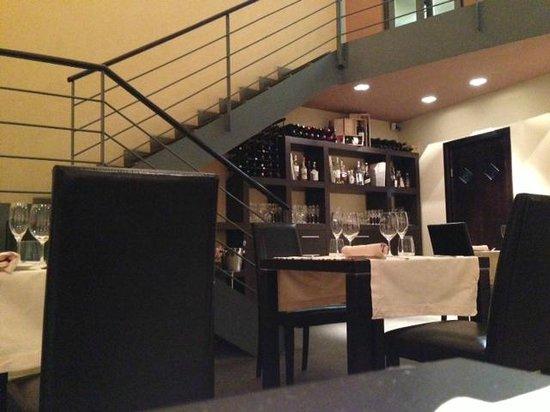 Scala per piano rialzato e cucina foto di palazzo for Arredo esterno napoli