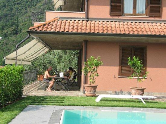 Ai Ronchi B&B : Enjoying the patio