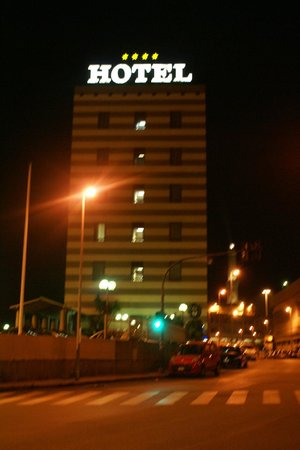Columbus Sea Hotel : View of the hotel at night