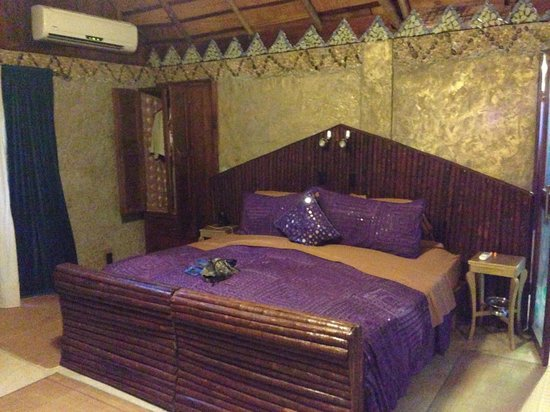 t Belize Boutique Resort & Spa : Our bed