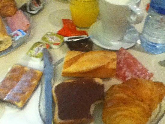 Hotel le Dauphin: Breakfast