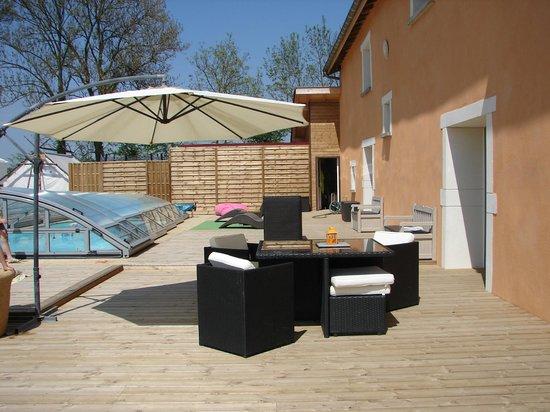 De L'Ain A L'Hote: terrasse piscine