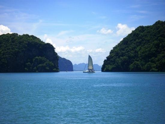 Koh Yao Noi Paradise sea kyak: Looking north from KYN big tree beach.
