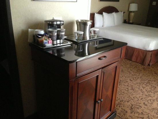 Hilton DFW Lakes Executive Conference Center: Tea and coffee facilities