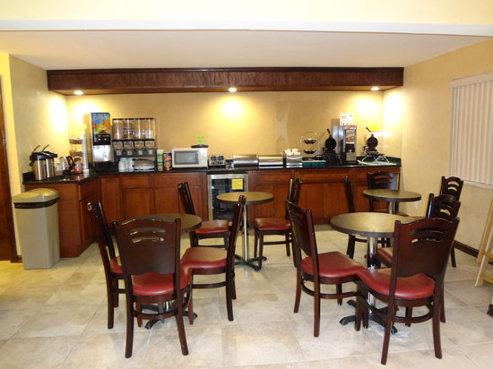 Quality Inn Okanogan: Breakfast Area