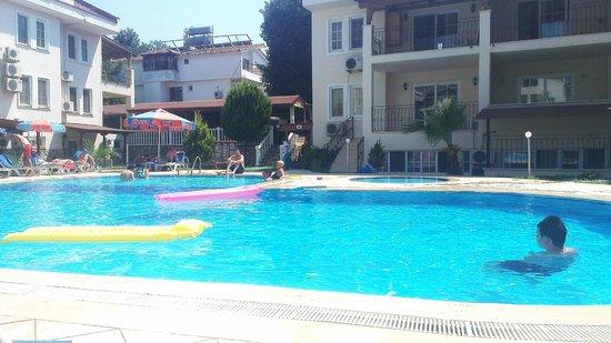 Tayfun Apartments : Pool area