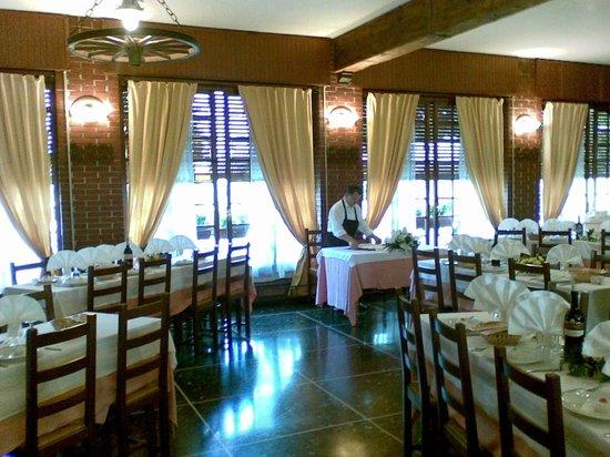 Il Girarrosto : sala dove abbiamo mangiato, ore 11 e 30
