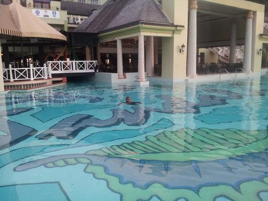 Sandals Regency La Toc: pool