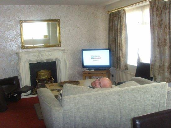 San Remo Apartments: living room