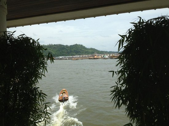 Kaizen Sushi: The view across the river to Kampong Ayer