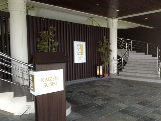 Kaizen Sushi: The entrace from the river