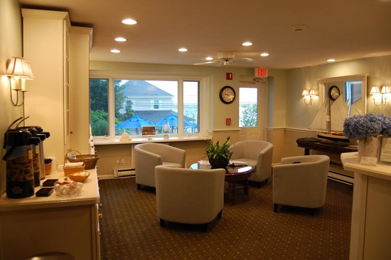 The Inn at Scituate Harbor: A place to sit and eat breakfast