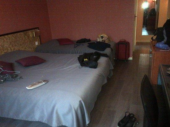 Hotel Restaurant Le Pont Bernet: Chambre triple