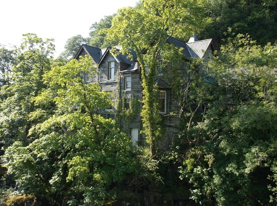 Bryn Afon Guest House: View from the bridge