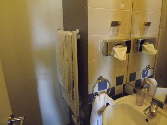 Adagio Paris Buttes Chaumont : Shower room